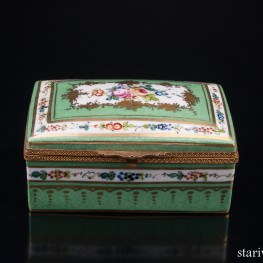 Зеленая шкатулка с цветочным узором, Limoges, Франция, сер. 20 в