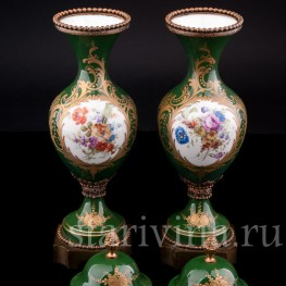 Две зеленые вазы с крышками, Франция, 20 в